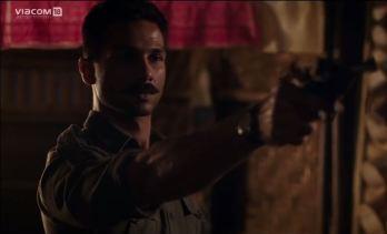 shahid-kapoor-hd-photos-stills-posters-in-rangoon-movie-3