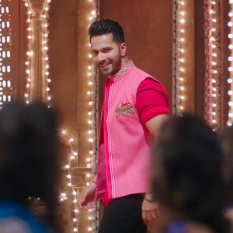 varun-dhawans-still-from-the-trailer-of-badrinath-ki-dulhania-201702-1486027087