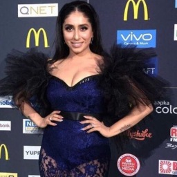 Miss Malini refused to interview Neha Bhasin at IIFA; Bhasin slams her