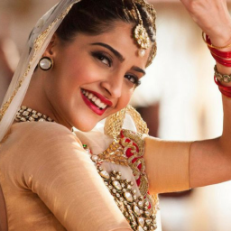 Sonam Kapoor: I'd rather have a wedding at home than anywhere else