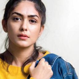 Mrunal Thakur joins Shahid Kapoor's Jersey