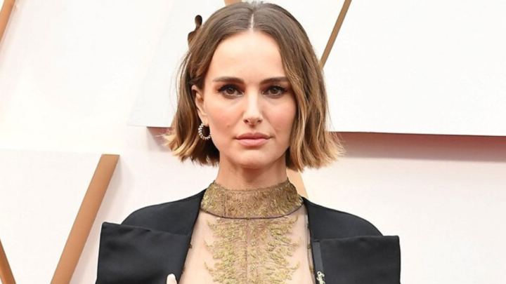 Natalie Portman uses fashion to talk about women at the Academy Awards