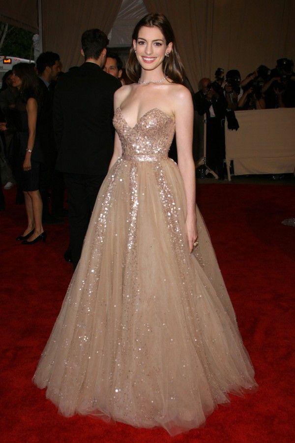 Anne Hathaway in Valentino 2010
