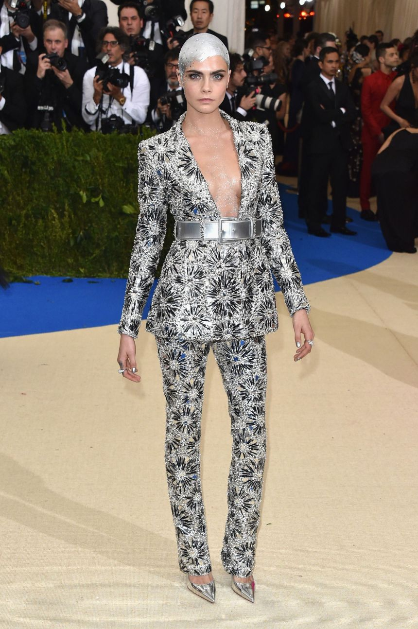 Cara Delevingne in Chanel Couture 2017