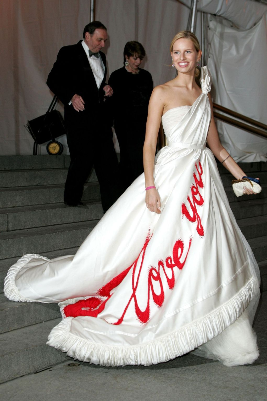 Karolina Kurkova in Viktor & Rolf 2005