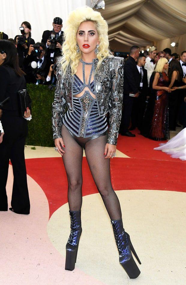 Lady Gaga in Atelier Versace 2016