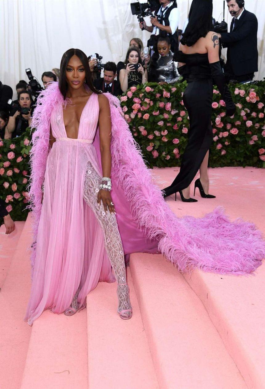 Naomi Campbell in Valentino