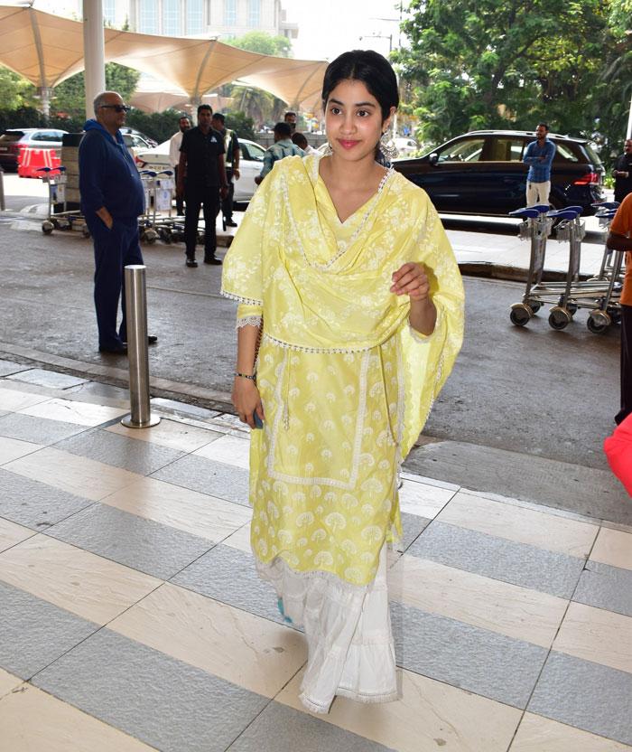 Janhvi Kapoor in Mulmul